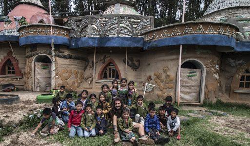 Volontariato in Guatemala: Costruzione di una scuola con materiali riciclati